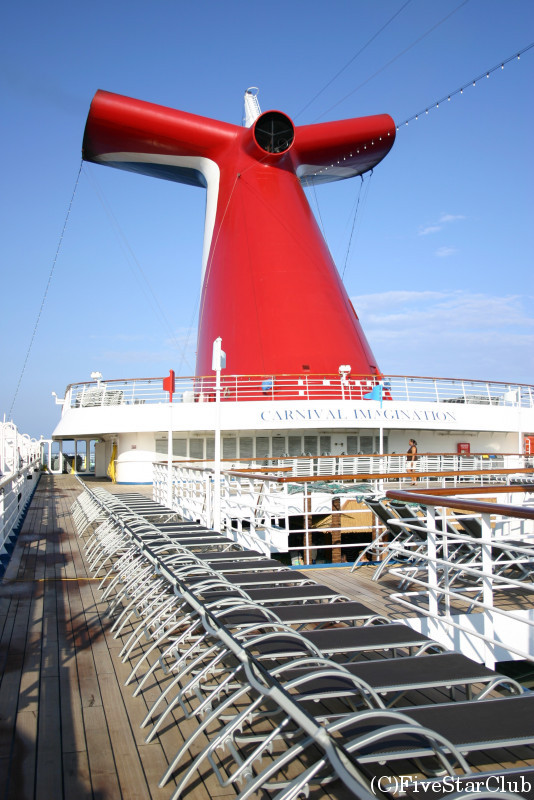 カリブ海クルーズ船 「カーニバル号」の船内(デッキ)