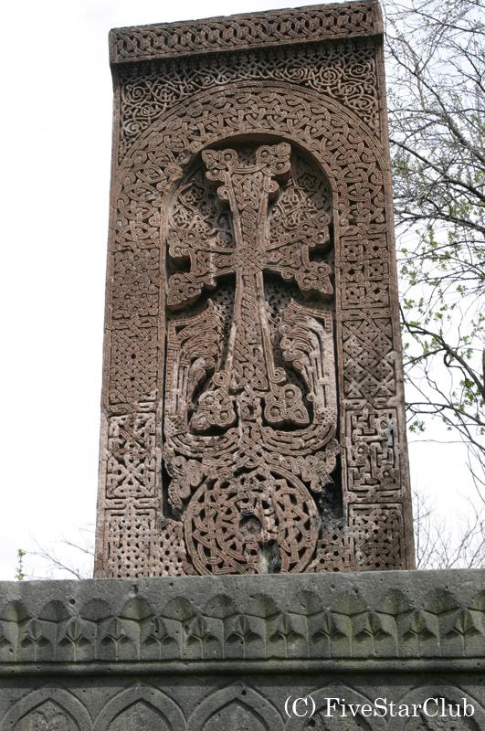 サナヒン修道院のハチュカル(十字架石)