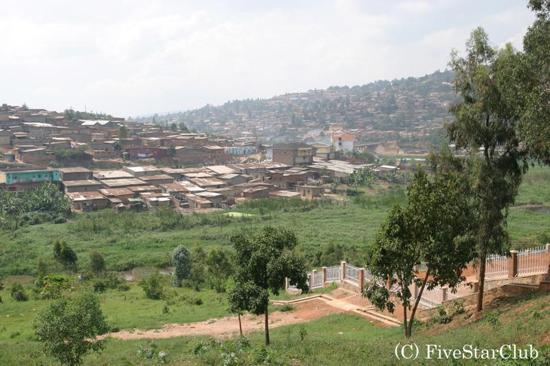 郊外から見た キガリ市内
