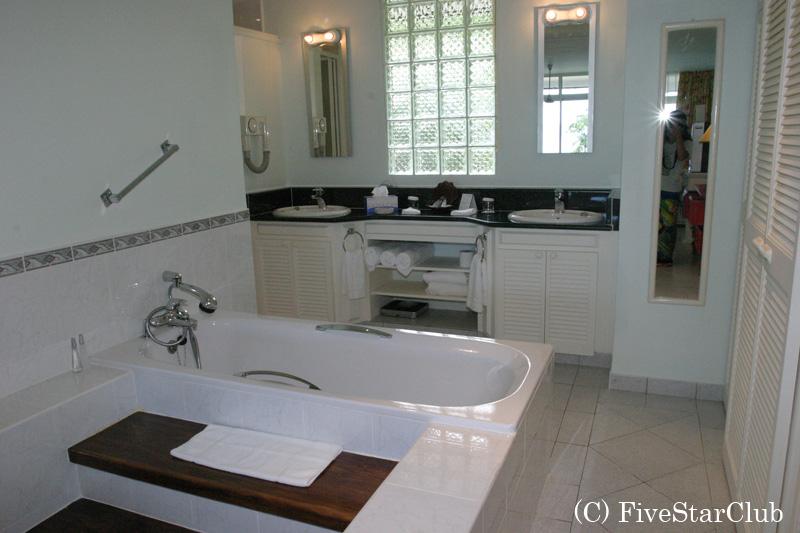 H.メリディアンフィッシャーマンズコーブのバスルーム