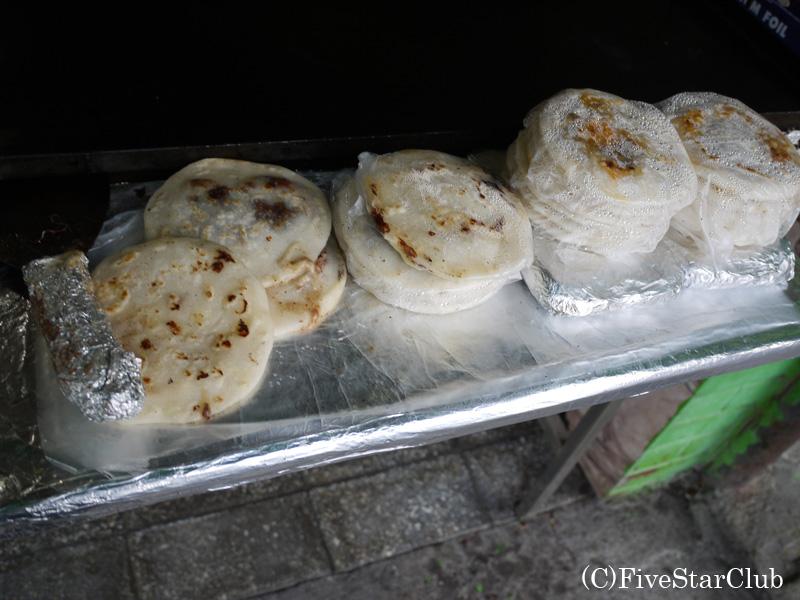 エルサルバドルの 庶民の定番屋台料理ププサ