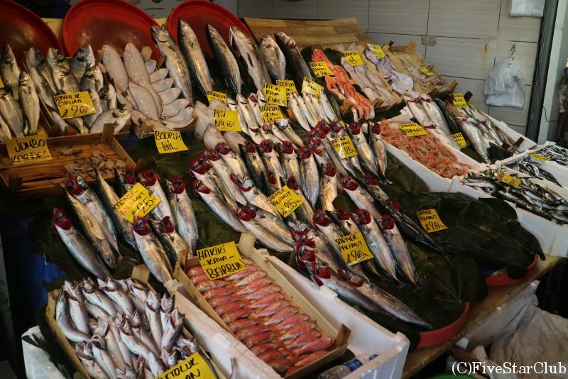 ガラタ橋のたもとの魚屋さん