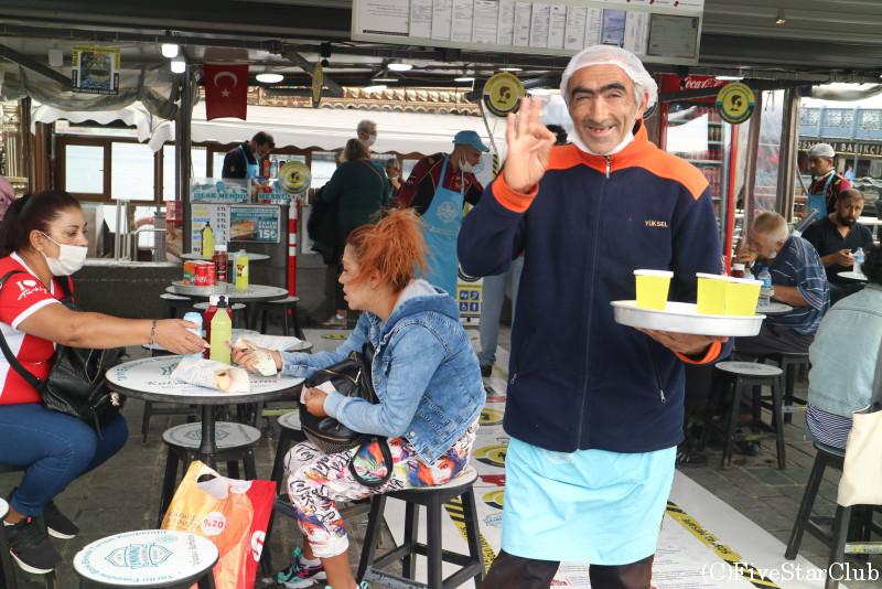 エミノニュ港付近のサバサンドレストラン