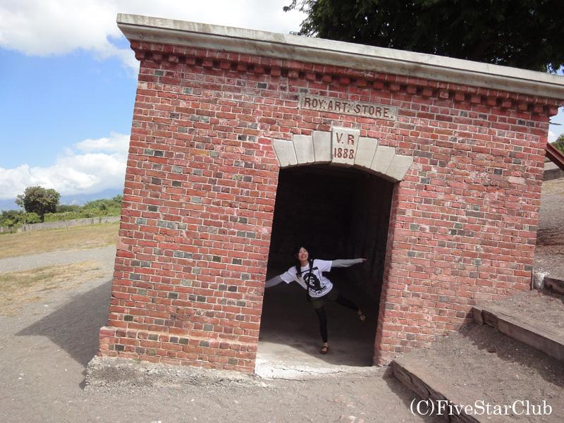 大震災で傾いたままのキディハウス