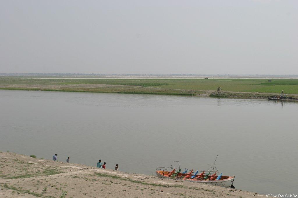 河の向こうはインド