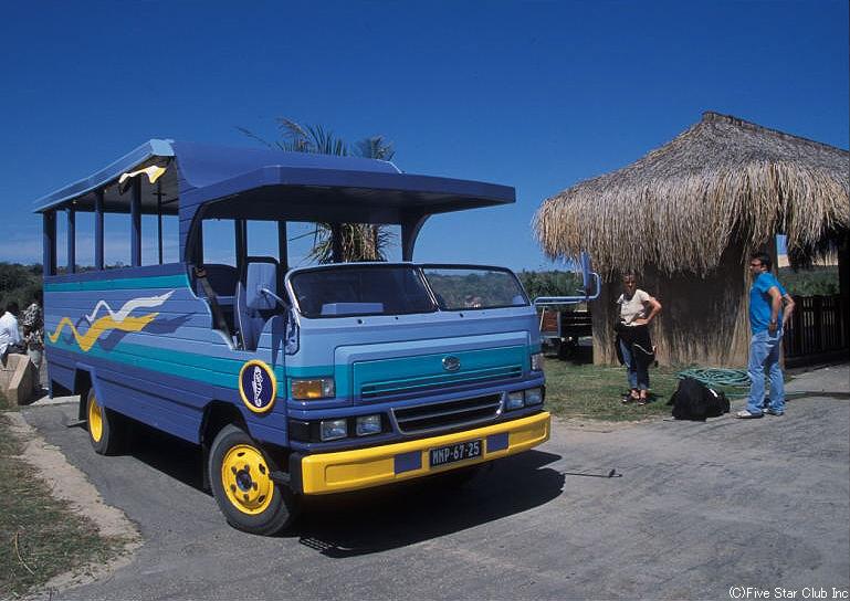 バザルート島の送迎バス