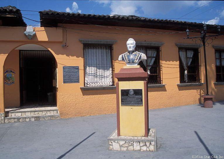 コパン遺跡のベースとなる コパン・ルイナスの町