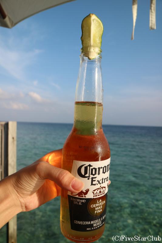 ビーチで乾杯