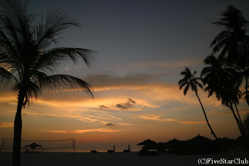 夕日に染まるリゾート