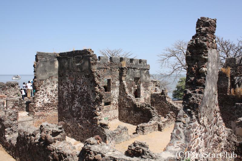 ジェームス島(クンタキンテ島)の城塞跡
