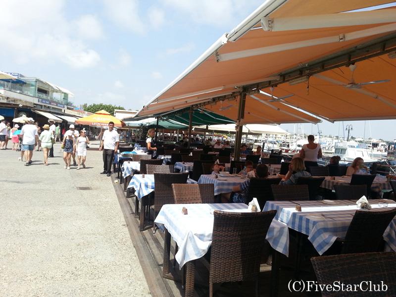 パフォス城近くのローカルレストラン