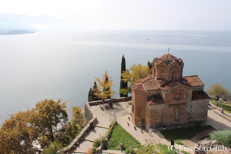 聖パンテレモン教会とオフリド湖