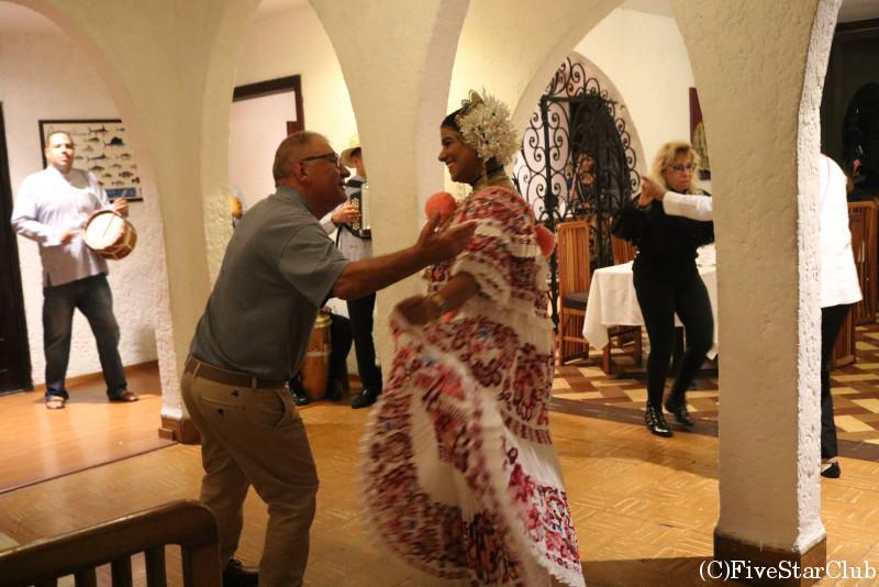 パナマ伝統の舞踏ショー