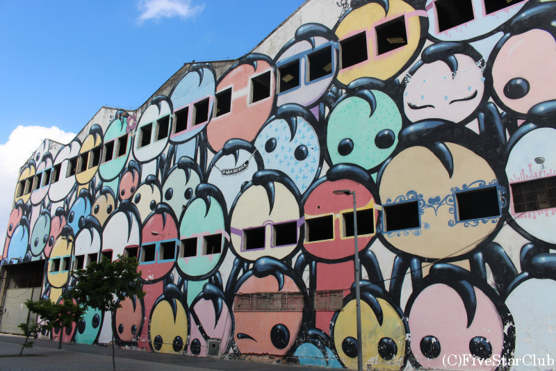 倉庫の壁に描かれたアート