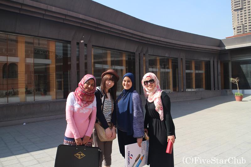 エジプト考古学博物館前にて
