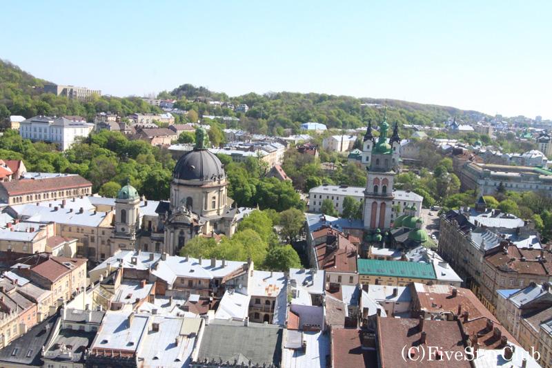 市庁舎からのリヴァウ市内の眺望