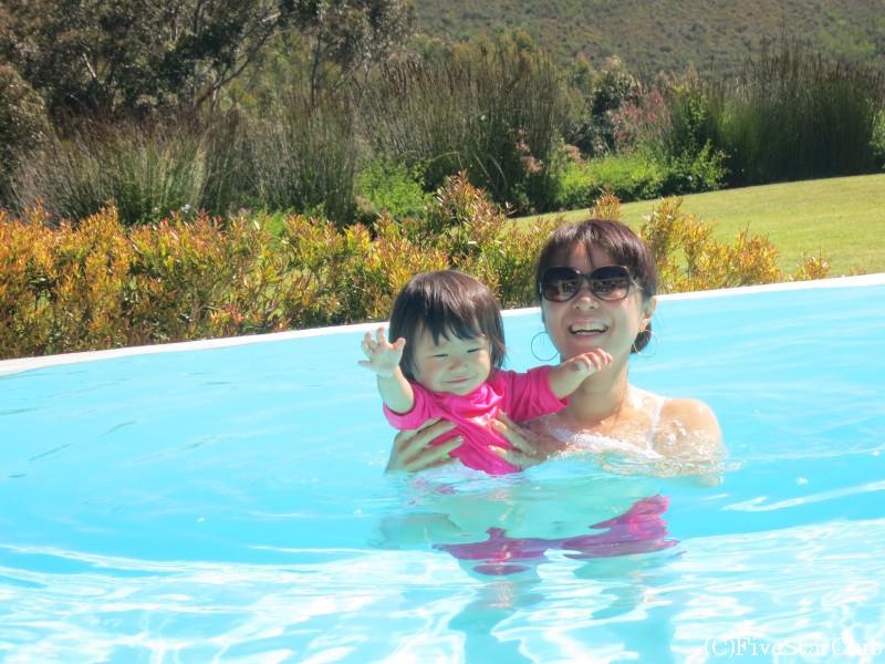 眺めの良いプールで楽しむ