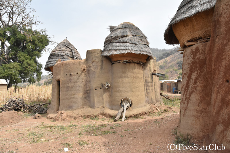 タタソンベヤマ村 タタと呼ばれる伝統的住居