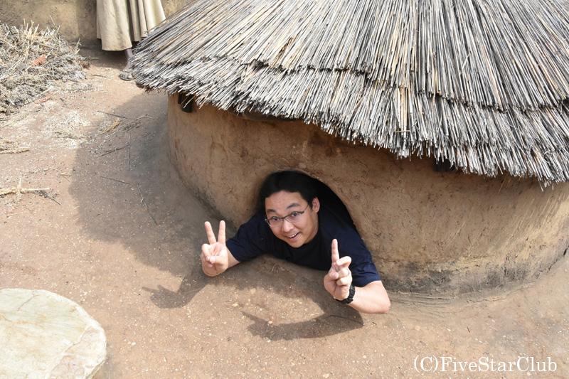 タタと呼ばれる伝統的住居 2階にある寝室 入ってみた。