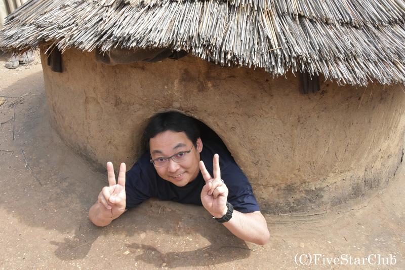 タタと呼ばれる伝統的住居 3階にある寝室 入ってみた。