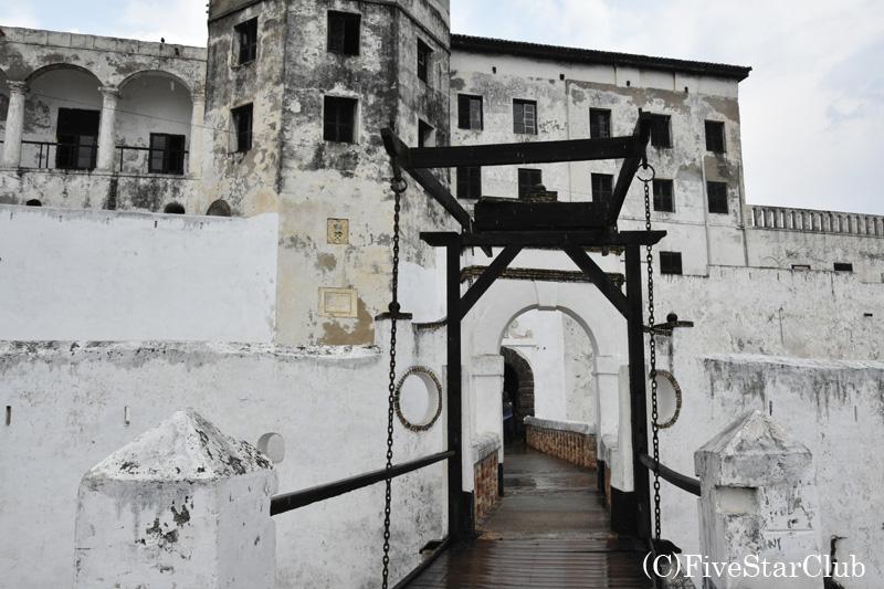 世界遺産エルミナ城