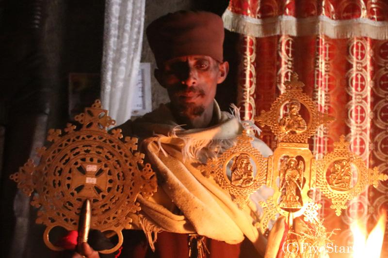 アシェトンの聖マリア教会の司祭が見せてくれた祭器