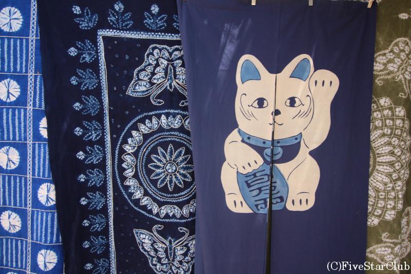 白沙村/伝統工芸の藍染/伝統工芸の藍染め 招き猫ののれん