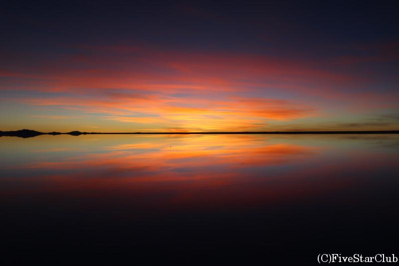 ウユニ塩湖/夕陽が沈んだところと違う方向の夕景