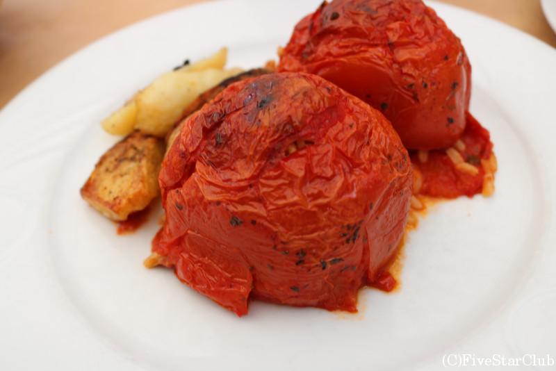 中にお米が入ったスタッフドトマト