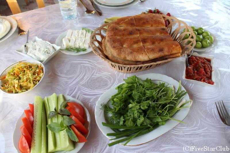シェキレストラン アゼルバイジャン料理 前菜とパン