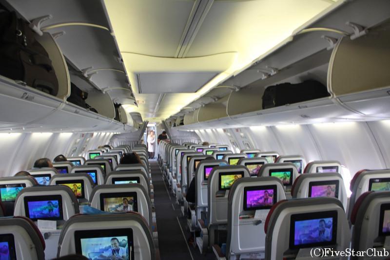 ニューギニア航空機内
