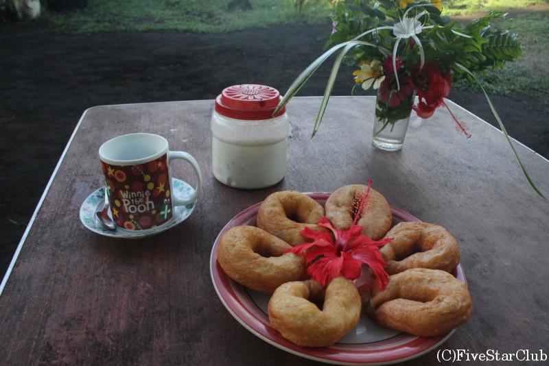 火山トレッキングの起点ポート・ヴァト村 バンガローで朝食