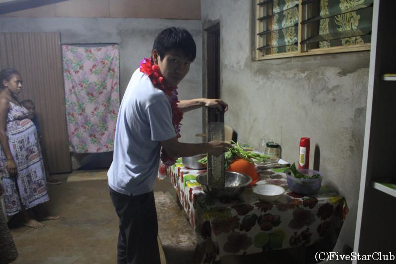 ホームステイ先で夕食作り