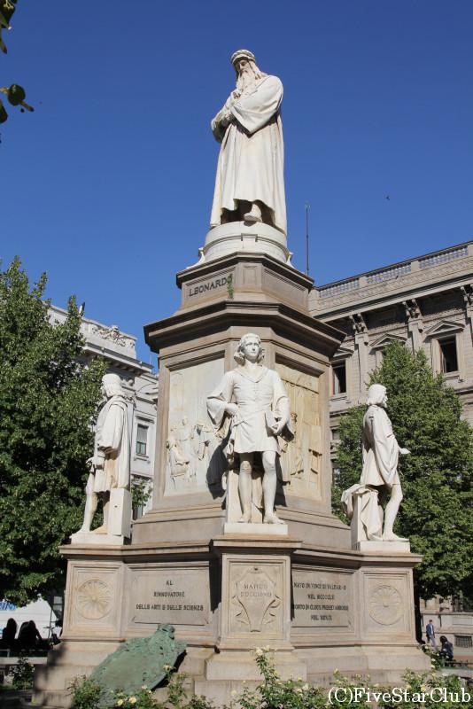 レオナルドダヴィンチ像