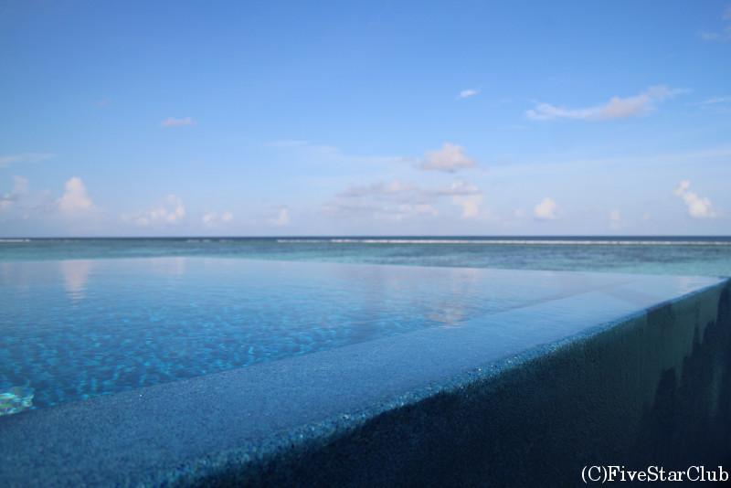 ラックス・サウスアリアトール ロマンティックプール付き水上ビラ