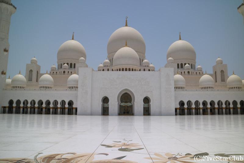 Sheikh Zayed Grand Mosque/世界で3番目に大きなモスク白色に輝くフォルムが美しい