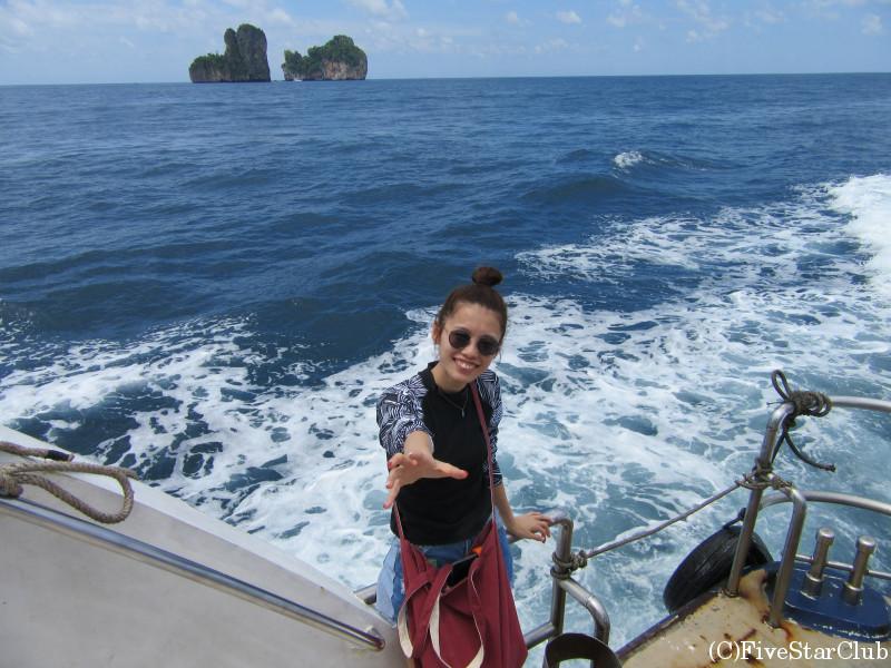 ピピ島への船にて