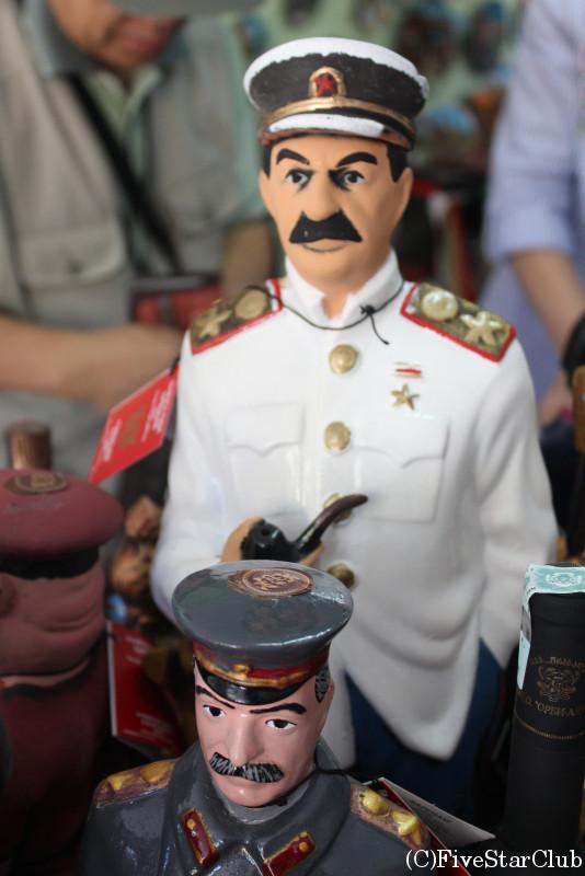 スターリンの置物も人気のお土産の1つ