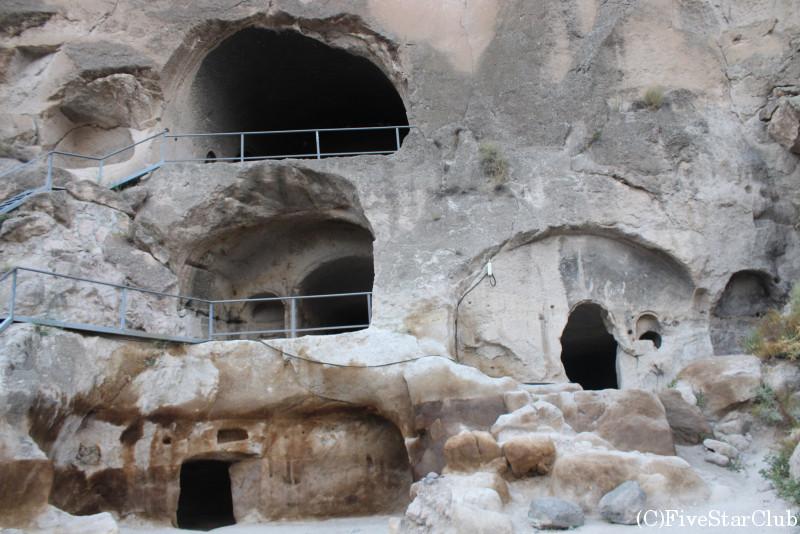 12世紀の洞窟住居跡ヴァルジア