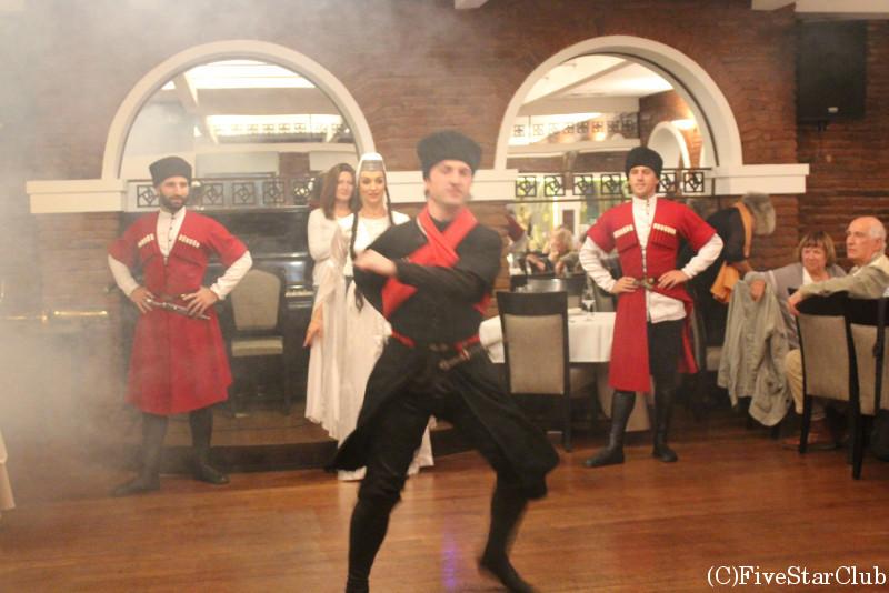 ジョージアンダンスを見ながらのディナー