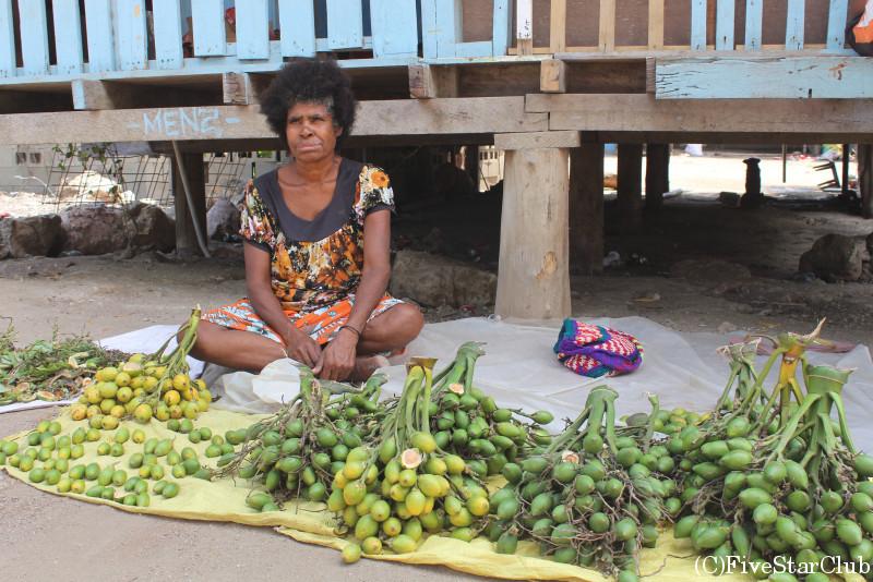 ガバガバ村/ビートルナッツを売る女性