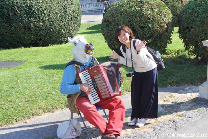 こんにちは、お馬さん〜アコーディオン演奏中♪/マリア・テレジア広場