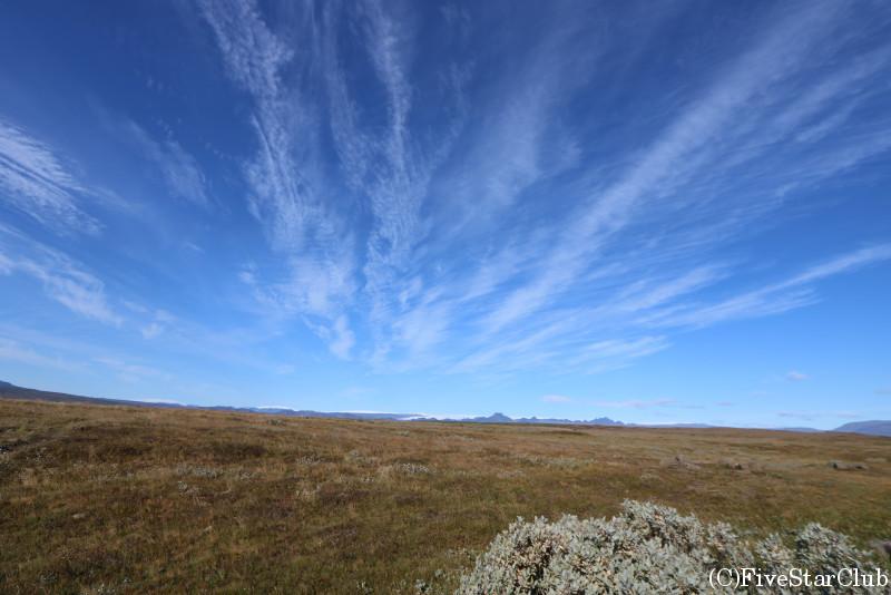 グトルフォス滝(黄金の滝)の前のラングヨークトル氷河