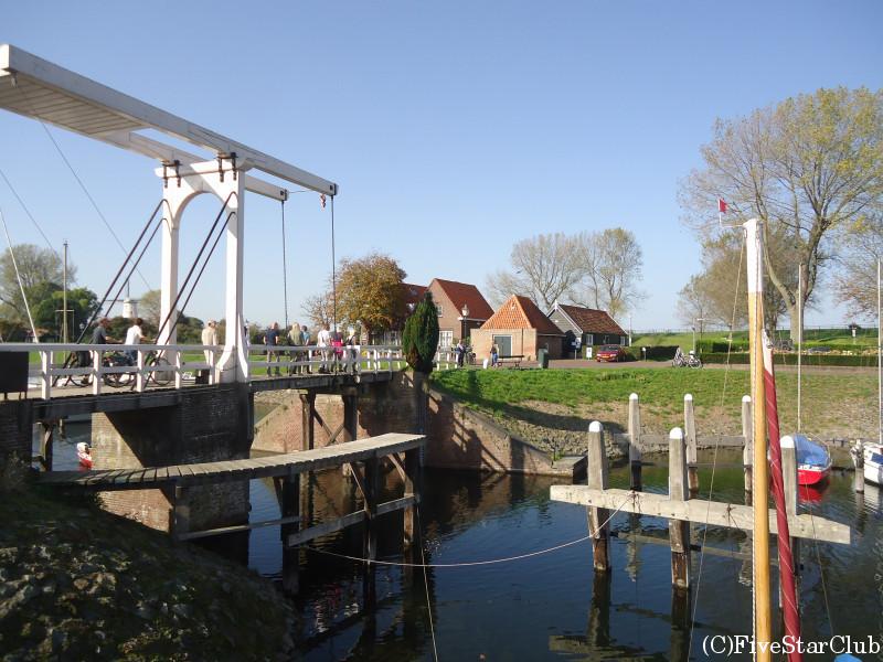 運河と跳ね橋
