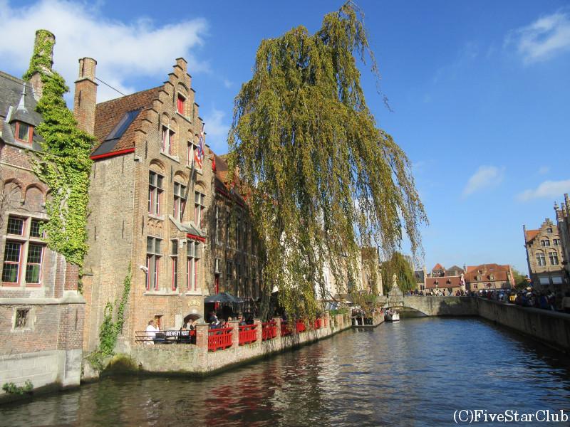 運河と旧市街の街並み