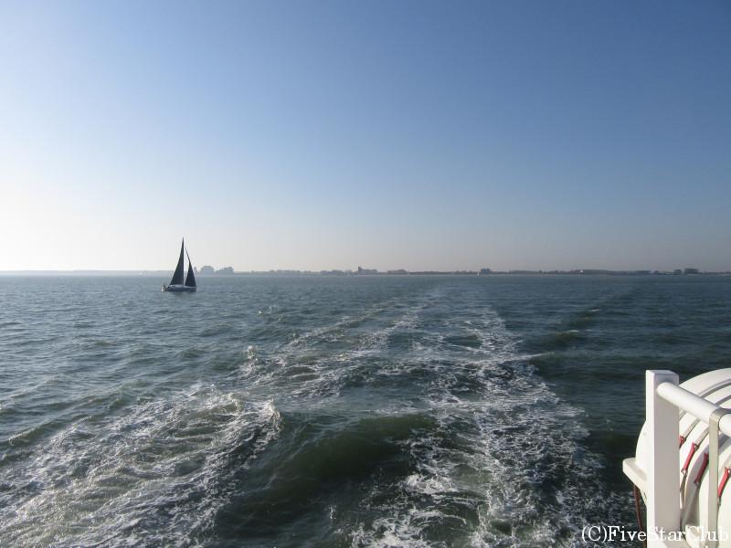 フェリーで海を渡る