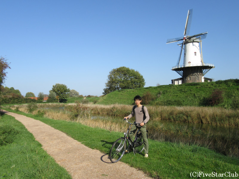 サイクリング中に風車を発見