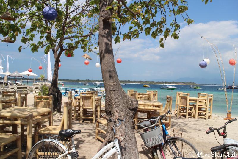 ギリ・トゥラワガン/ビーチ沿いはレストランが多い