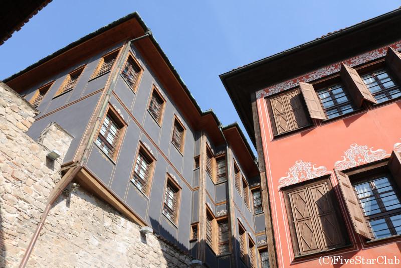 旧市街/飛び出した2階部分が印象的で可愛らしい伝統建築の家