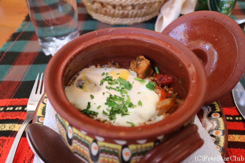 旧市街のレストラン「プルディン」/お肉と野菜の壺煮込み「ギョヴェチェ」
